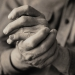 Person rubbing hands together in pain. © iStockphoto