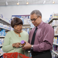 A man and woman look at the label of a pill bottle. © Comstock/Thinkstock
