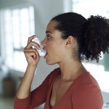 A young woman about to use an inhaler. © Stockbyte