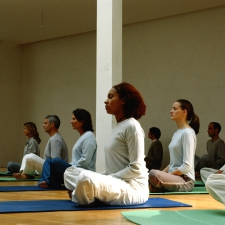 People participating in a yoga class. © Photodisc